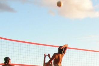 Beach volley con migranti per superare le barriere dei pregiudizi