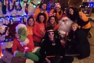 Babbo Natale, Grinch, Willy e Umpa Lumpa attendono altri bambini