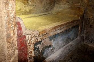 Visite gratis alla Tomba a camera e al Castello De Falconibus