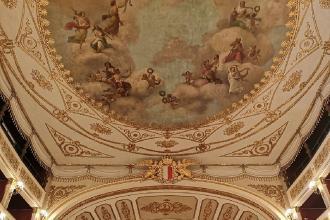 Il Teatro Piccinni apre al pubblico per farsi ammirare