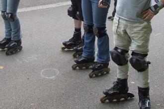 Il gruppo di pattinatori pronto per un evento gratuito