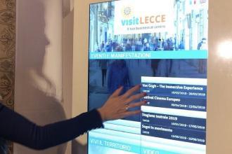 Un app e totem come guida ai turisti per visitare e conoscere Lecce