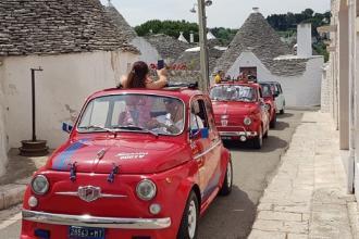 Moto e auto d'epoca si ritrovano a Polignano a mare