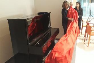 Nella hall del Dea di Lecce un pianoforte per concerti