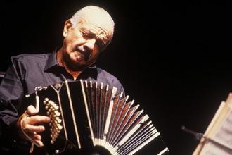 La città di Trani omaggia Astor Piazzolla con un concerto gratuito