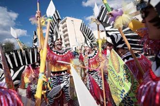Sfilate di carri e gruppi mascherati per far festa a Manfredonia