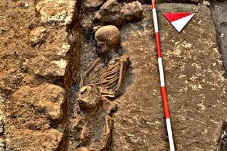 Le tombe scoperte potrebbero essere quelle di un cimitero medievale