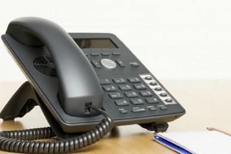 Tre numeri di telefono e una email per contattare lo sportello d'aiuto