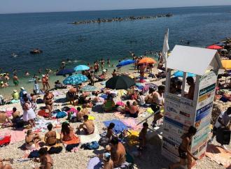 Sulle spiagge libere, servizio gratuito di salvataggio con 30 bagnini