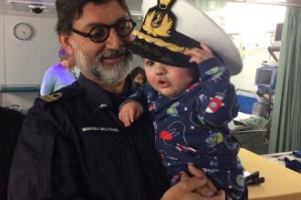 Su nave Cavour il dono di un sorriso ai bimbi affetti da palatoschisi