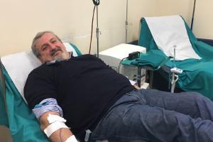 Il presidente Emiliano dona il sangue per salvare una vita