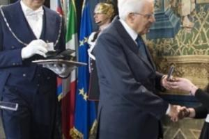 """Una ragazza di Taranto """"Alfiere della Repubblica"""""""