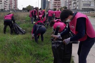 Cittadini tramite gruppi social si organizzano per ripulire la città