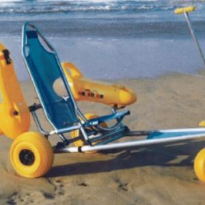 Le coste pugliesi avranno sedie da mare per disabili e cani salvavita