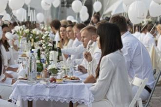 Cena in bianco dedicata a Picasso e Fiera Medievale Franca
