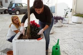 Cittadini a lavoro per ripristinare il decoro nel centro storico