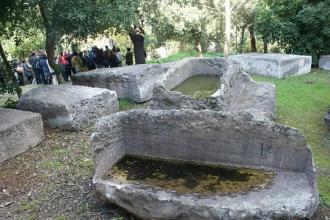 Camminata culturale tra sarcofagi, Sacello Romano e Villa Capecelatro