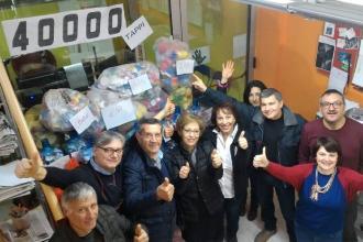"""Idea Radio consegna 40mila tappi di plastica all'associazione """"Age"""""""