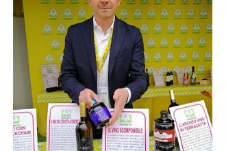 La bottiglia scomponibile e l'etichetta parlante 'made in Puglia'