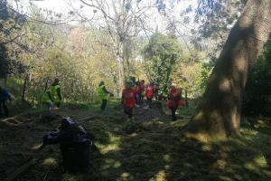 Volontari di ogni età e il sindaco hanno ripulito il Parco comunale