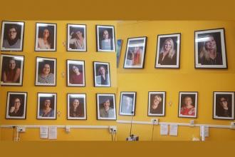 Foto di donne sorridenti nel reparto di Oncologia al Perrino