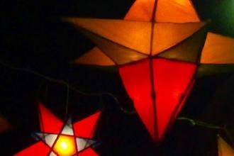 Lampioni e taralli per festeggiare l'inizio dell'estate e San Luigi