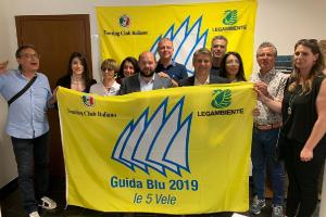 Dodici località della Puglia premiate con 5 vele da Legambiente