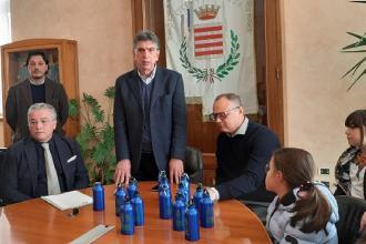 Nelle scuole di Barletta distribuite borracce in difesa dell'ambiente