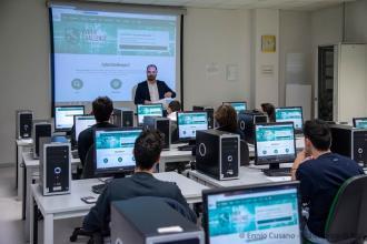 Venti studenti pugliesi seguono il corso di cyberdefender